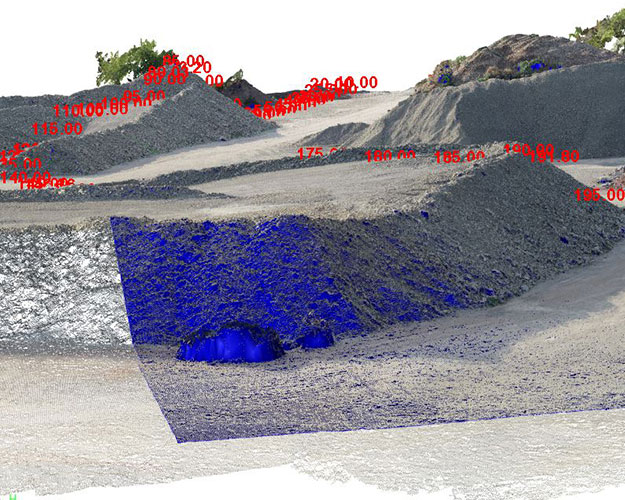 Bild eines Geländemodells von einer Schotterhalde mit farbigen Flächenmarkierungen und Höhenangaben